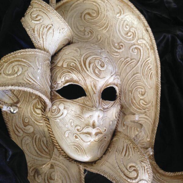 Maschere e oggetti d'arredo